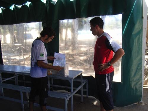 Toño y Ángel preparando un entrenamiento.