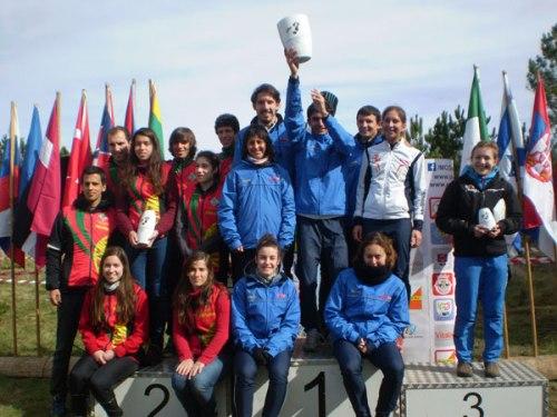 La Selección española Campeona con Marina Garcia de ALCON sentada al frente